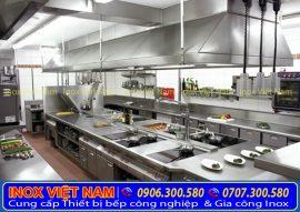 Không gian bếp inox công nghiệp