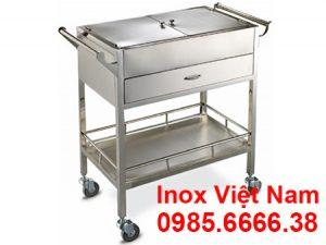 Xe đẩy y tế cấp phát thuốc có hộc tủ được bằng chất liệu inox cao cấp.