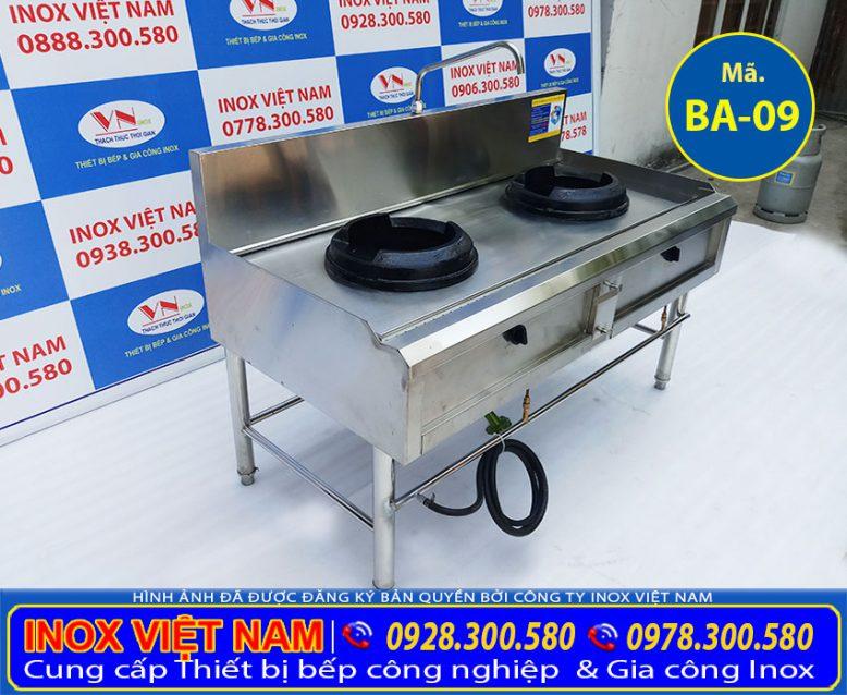 Sản phẩm thiết bị bếp công nghiệp inox: Bếp á 2 họng đốt, bếp á 2 họng đốt công nghiệp hoặc nhà hàng tại xưởng Inox Việt Nam.