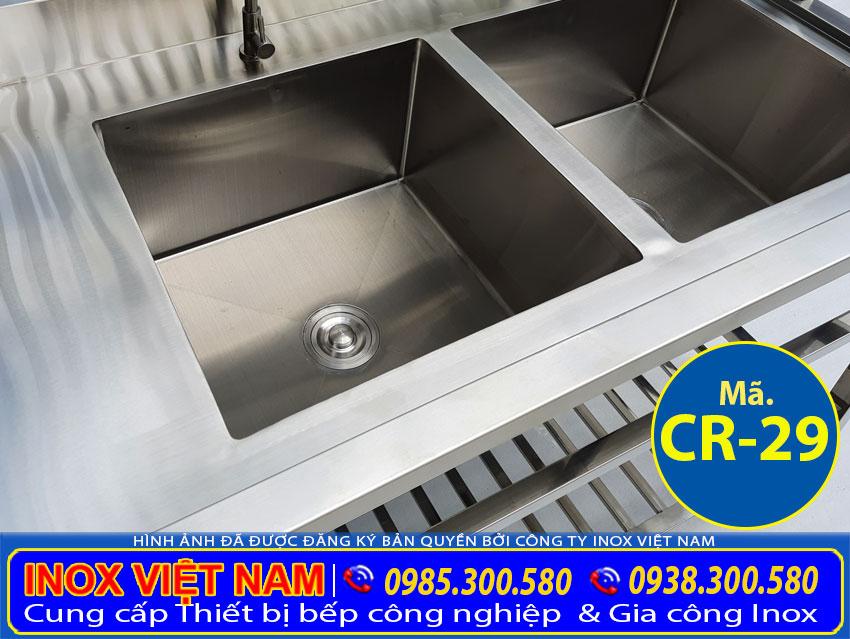 Hình ảnh cận cảnh bồn rửa chén inox 2 ngăn lớn CR-29