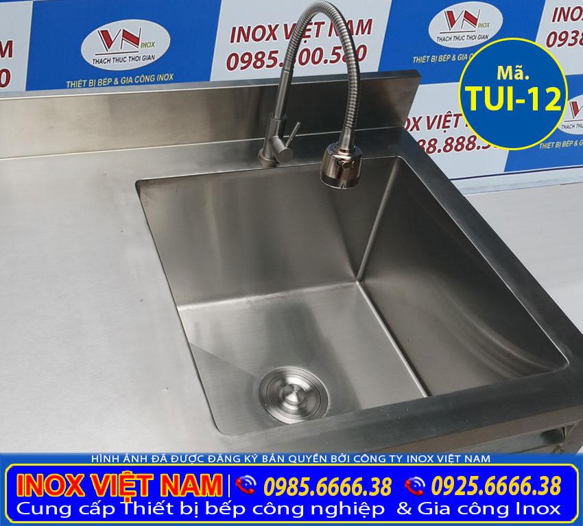 Bồn rửa chén và vòi nước