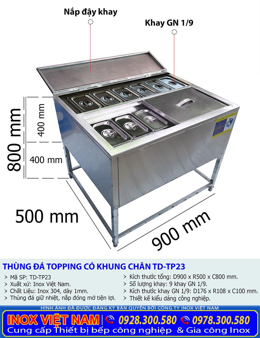 Thông số kỹ thuật thùng đá inox âm bàn có 9 khay topping TD-TP22  Mã sản phẩm: TD-TP22 Xuất xứ: Inox Việt Nam. Chất liệu: 2 Lớp inox 304 dày 1mm, Foam cách nhiệt dày 5cm. Kích thước: D900 x R500 x C400 mm. Có 9 khay GN 1/9 Nắp trượt và nắp mở